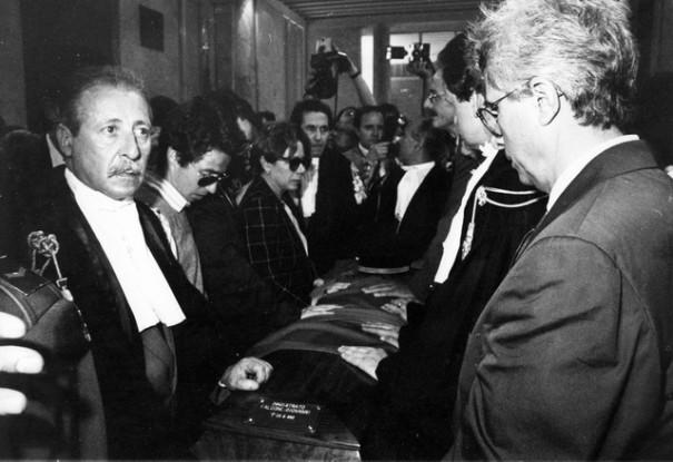 25 maggio 1992: Paolo Borsellino con il figlio Manfredi ai funerali di Giovanni Falcone.