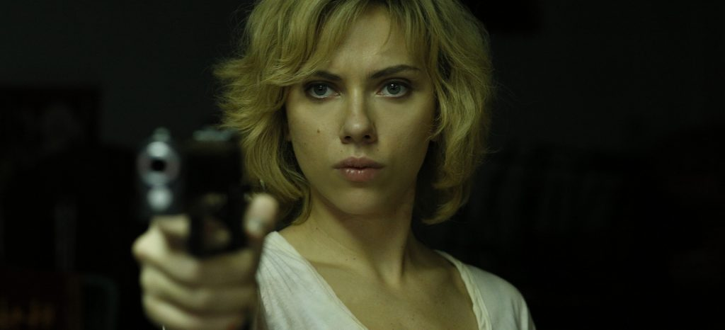 NoteVerticali.it_Lucy_Scarlett Johannson__