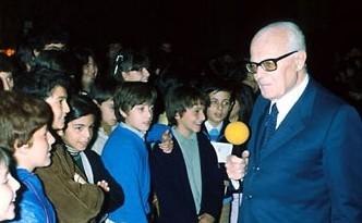 NoteVerticali.it_Sandro Pertini, Presidente della Repubblica, con un gruppo di studenti