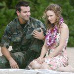 Sotto il cielo delle Hawaii: quando la missione militare si veste di commedia