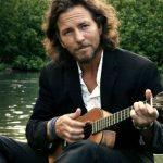"""Eddie Vedder canta con sua figlia """"Sotto il cielo delle Hawaii"""""""