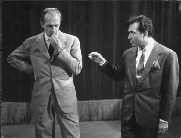 """Raimondo Vianello e Ugo Tognazzi in """"Un, due tre"""", in onda dal 1954 al 1959"""
