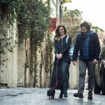 Una passeggiata in centro in dolce compagnia, e tra Chiara e Orazio scoppia la tenerezza...