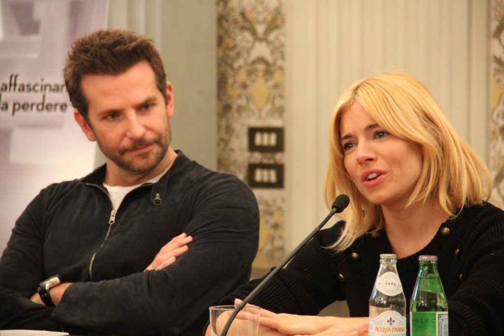 NoteVerticali.it_BradleyCooper_SiennaMiller_IlSaporeDelSuccesso_3