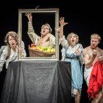 La fanciulla con la cesta di frutta: l'arte di Caravaggio a teatro prende vita
