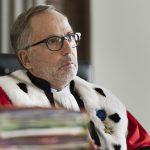 La corte: Fabrice Luchini giudice a metà tra severità e libero arbitrio