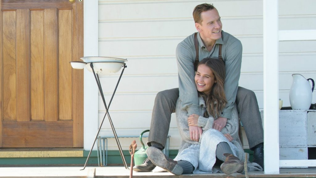 NoteVerticali.it_The_Light_Between_Oceans_Michael_Fassbender_Alicia_Vikander_2