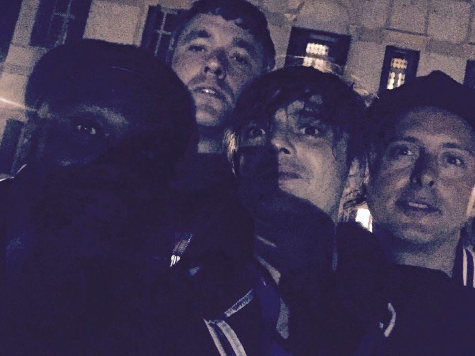 Un selfie della band